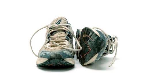 zapatillas gastadas dolor planta del pie